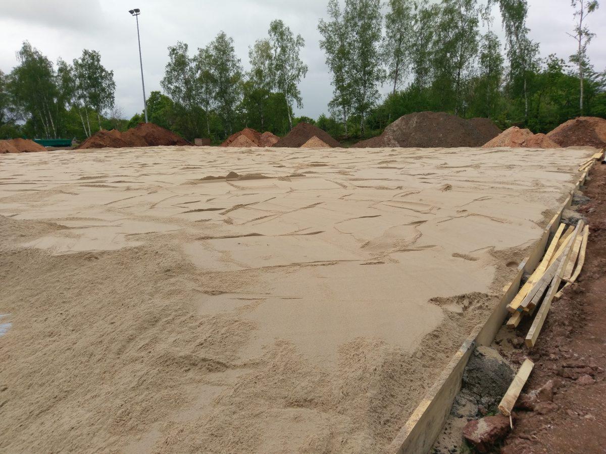 Beachhandball und -volleyball Felder nehmen langsam Form an
